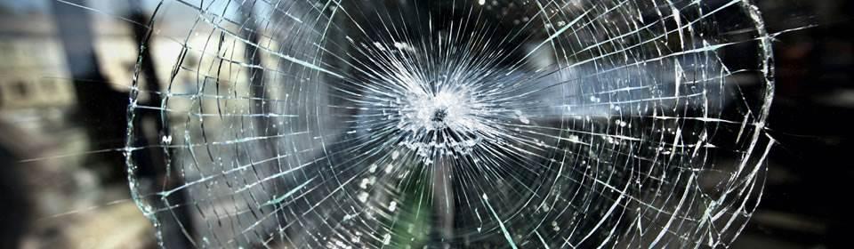 Glaszetter Arnhem vervangt kapotte ramen